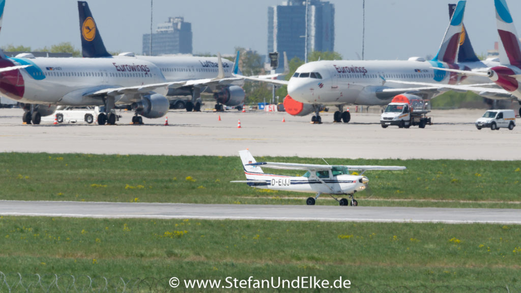 Cessna 152 D-EIJJ, EDDS (STR) VFH Stuttgart, ABA Aero-Beta Flight Training, Flugzeuge 2022