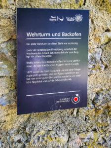 Hinweistafeln in der Burganlage
