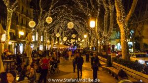 Geschmückze Straßen zur WeihnachtszeitWeihnachtsmarkt in Palma, Insel Mallorca, Spanien