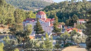 - Klöster, Kirchen und Kapellen