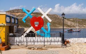 """Griechenland, Urlaub, Das Wahrzeichen """"Anker, Kreuz und Herz"""" der Insel Kastellorizo"""