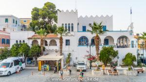 Die Polizeistation am Uhrenturm in Gialos, Griechenland