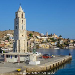 Der Uhrenturm in Gialos, Griechenland